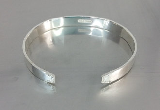 18 Karat White Gold Diamond Cuff Bangle (0.18ct)