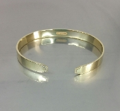 18 Karat Yellow Gold Diamond Cuff Bangle (0.18ct)