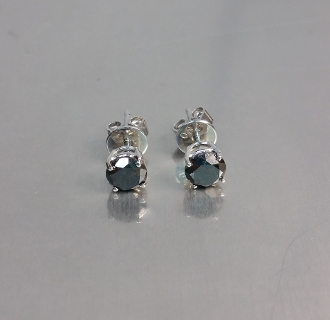 14 Karat White Gold Black Diamond Stud Earrings (1.02ct)