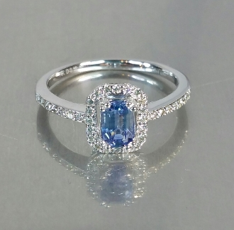 14 Karat White Gold Cornflower Blue Sapphire Diamond Ring