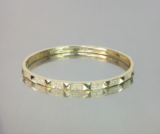 14 Karat Yellow Gold Diamond Bangle (0.75ct)