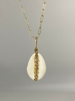 14 Karat Yellow Gold Coffee Bean Sea Shell Necklace (0.41ct)